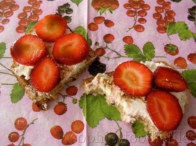 Balsamic, strawberry & fresh sheep's ricotta sandwich!
