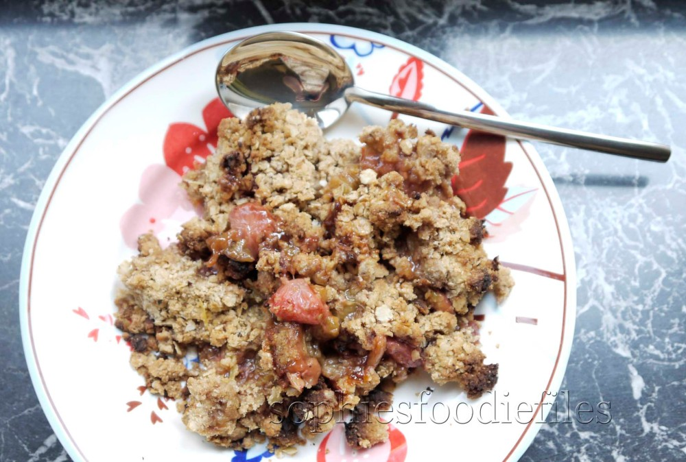 Sophie's healthy gluten free and dairy free strawberry and rhubarb crumble! (2/3)