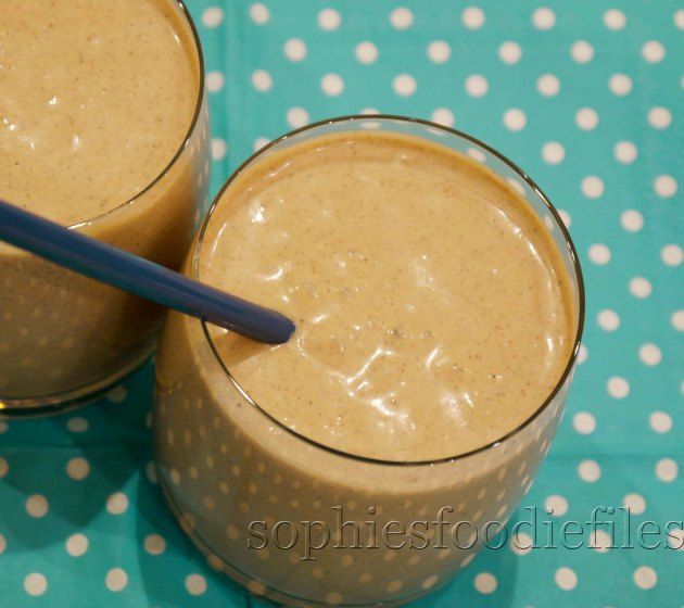 A yummy, delightful & healthy power breakfast smoothy!