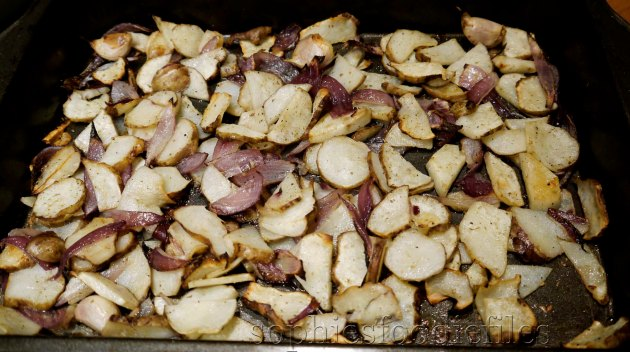 MMM! Vegan rosemary, red onion & garlic oven roasted Jerusalem artichokes!