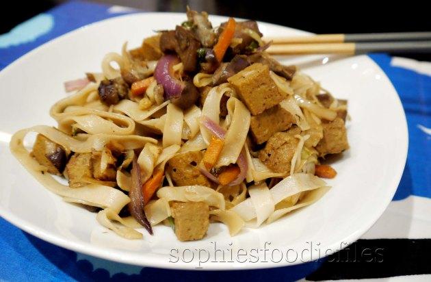 MMM! A vegan srir fry with home-made seitan!Double yum!