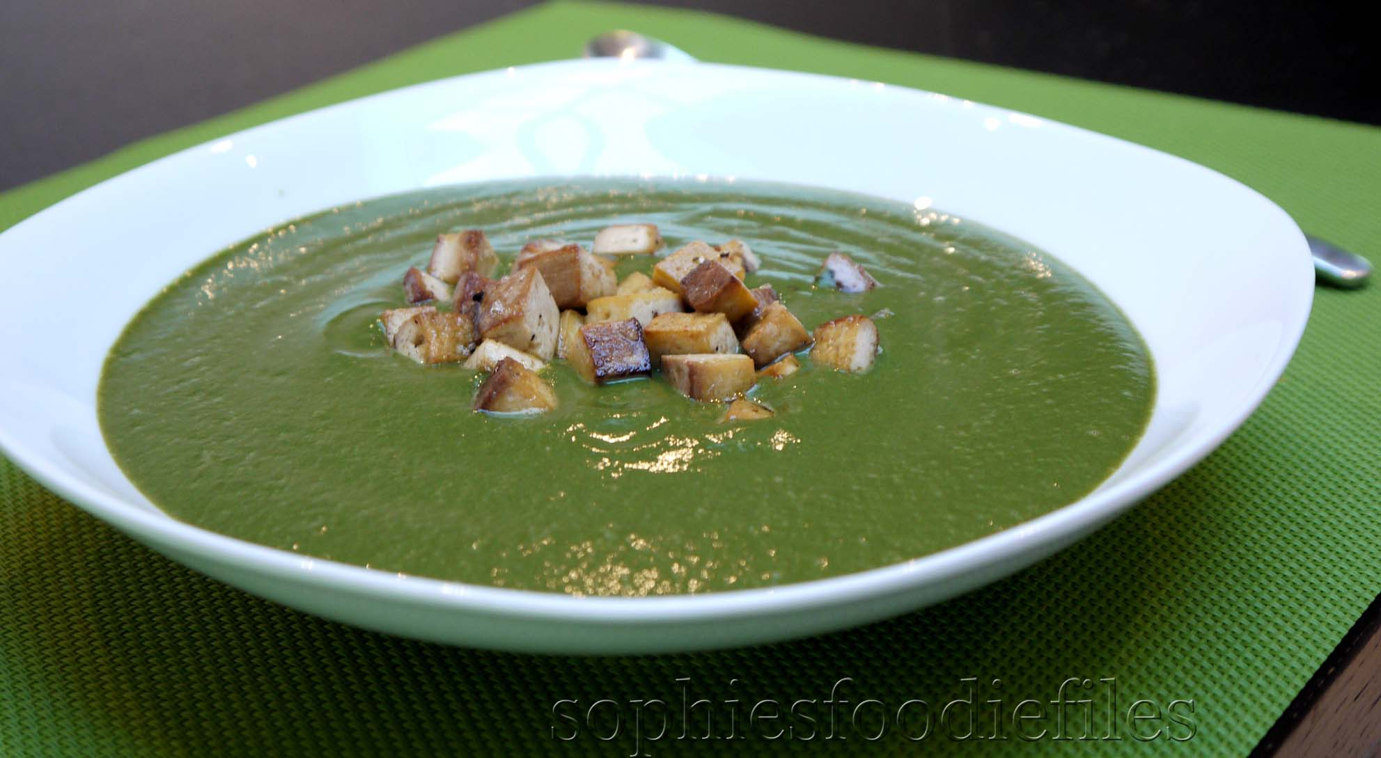 Vegan spinach & broccoli soup, topped with smoked tofu croutons ...