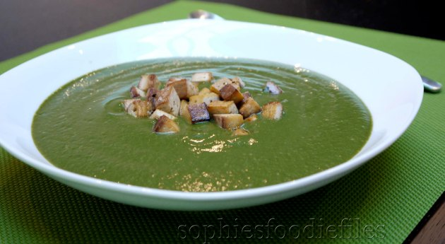 A tasty, smooth & silky broccoli soup! Vegan & GF!
