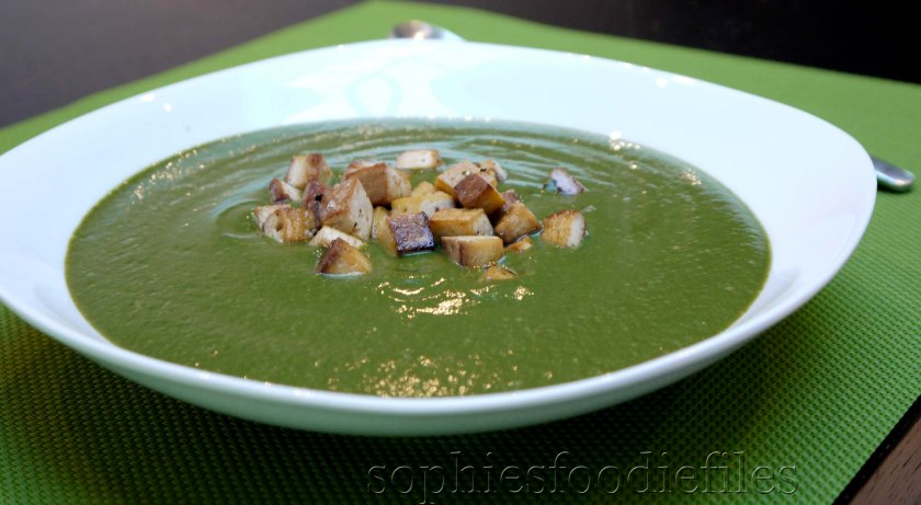 A tasty, smooth & silky broccoli soup! Vegan & GF!