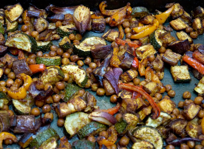 Spiced oven roasted veggies & chickpeas! :) MMMMMMMMMM!