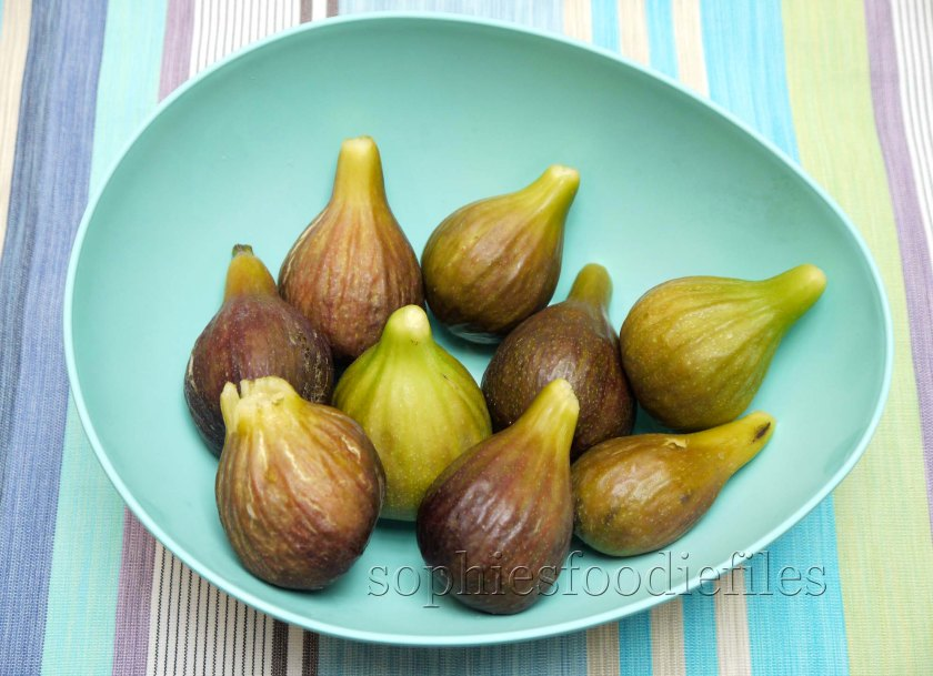 My first 9 ripe figs from mu own fig tree! Yeahh!
