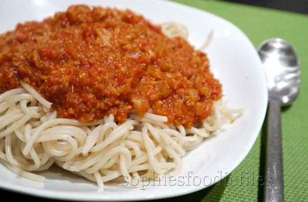 A tasty vegan pasta sauce with fennel, red bell pepper, garlic, seitan on a bed of semi-wholemeal spaghetti!