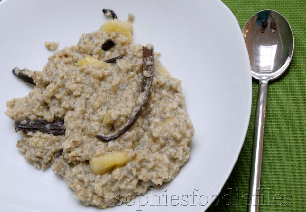 Vegan vanilla chia banana oatmeal!