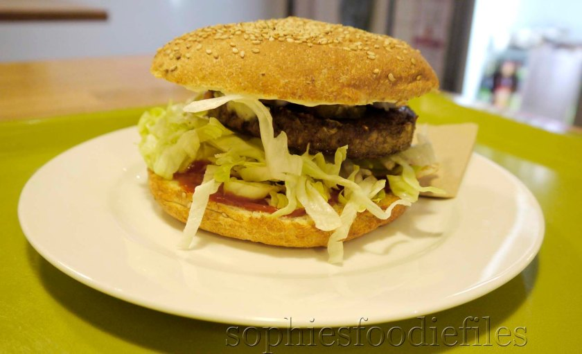 A Superb juicy vegan & organic soy burger for only 6€!