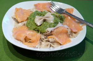 A fresh avocado pesto with spelt farfalle & smoked salmon!