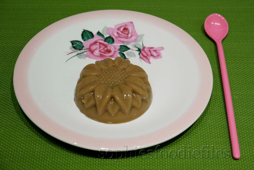 A lovely flower patterned Vegan & GF ringered rhubarb panna cotta! :)