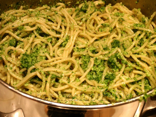 Healthy fresh rocket leaves cashew pesto pasta!