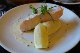 Poached salmon with mash & chives sauce