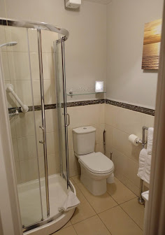 The ensuite shower room!